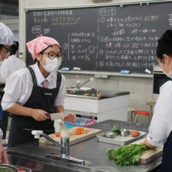 【特色授業】育てた水菜でチヂミを作ろう!